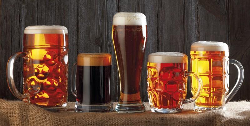El color de la cerveza viene determinado por el tostado del cereal, cuanto más tostado, mayor intensidad de color. Sus tonalidades van desde el amarillo claro hasta el café muy oscuro.