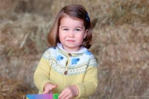 Carlota de Cambridge es una niña preciosa, que ya está acostumbrada a posar para los fotógrafos.