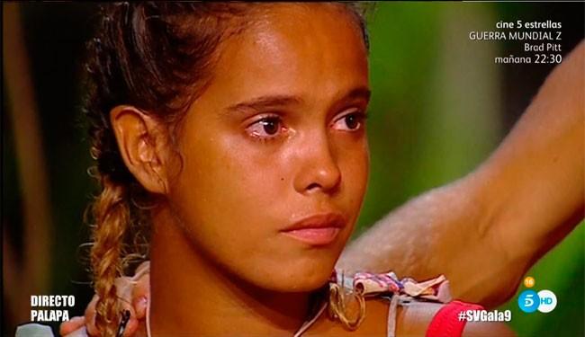 Gloria Camila no pudo evotar las lágrimas, aunque la próxima semana es ella la que se nefrenta d enuevo a la expulsión.