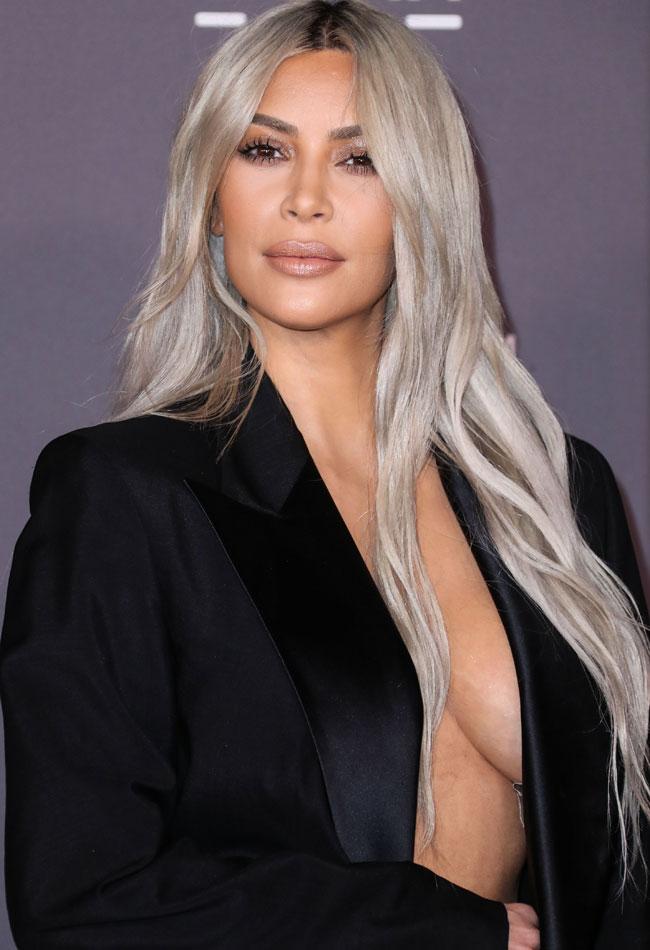 Kim kardashian vuelve a salir a la calle sin ropa interior for Ropa interior provocativa