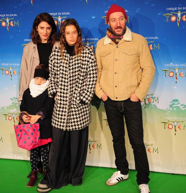 Bárbara Lennie y Diego Postigo, ex de Bimba, con las hijas de esta en familia
