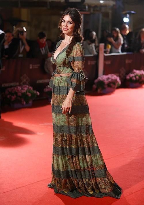 la-actriz-lucio-su-primer-look-premama-en-alfombra-roja