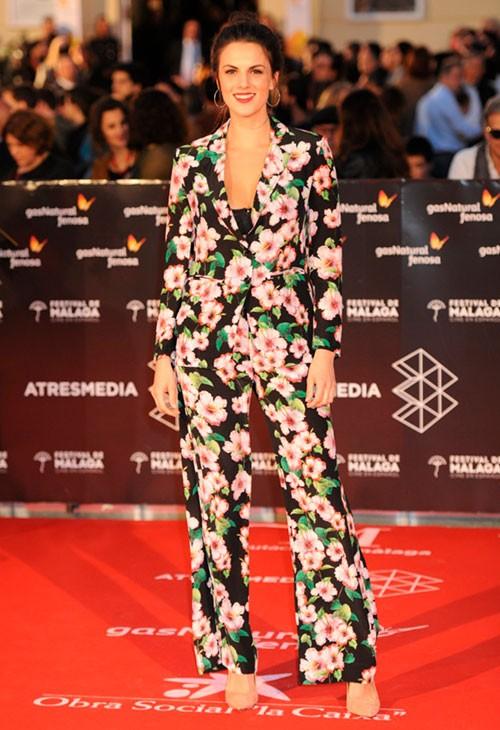 melina-matthews-con-traje-de-print-floral