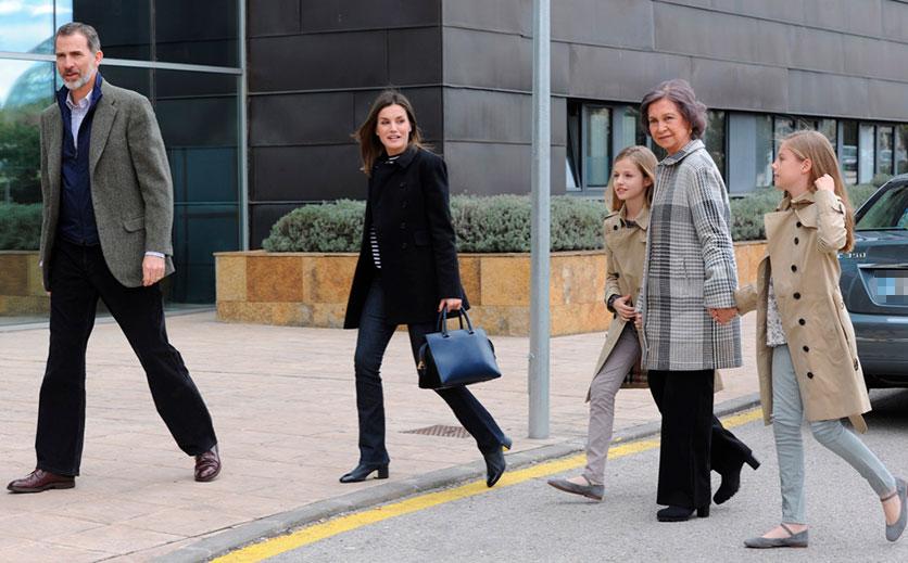 la-familia-real-espanola-ha-llegado-sobre-las-dos-de-la-tarde