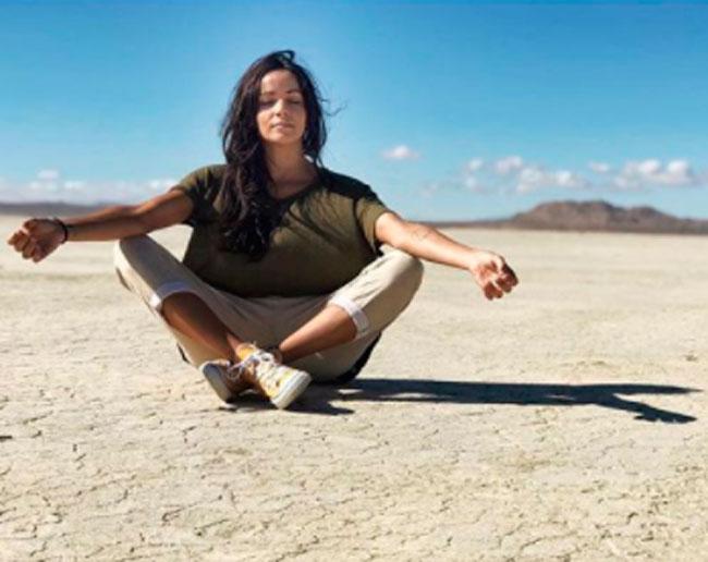 practicando-yoga