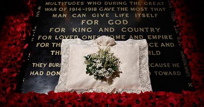 flores-en-la-tumba-del-soldado-desconocido