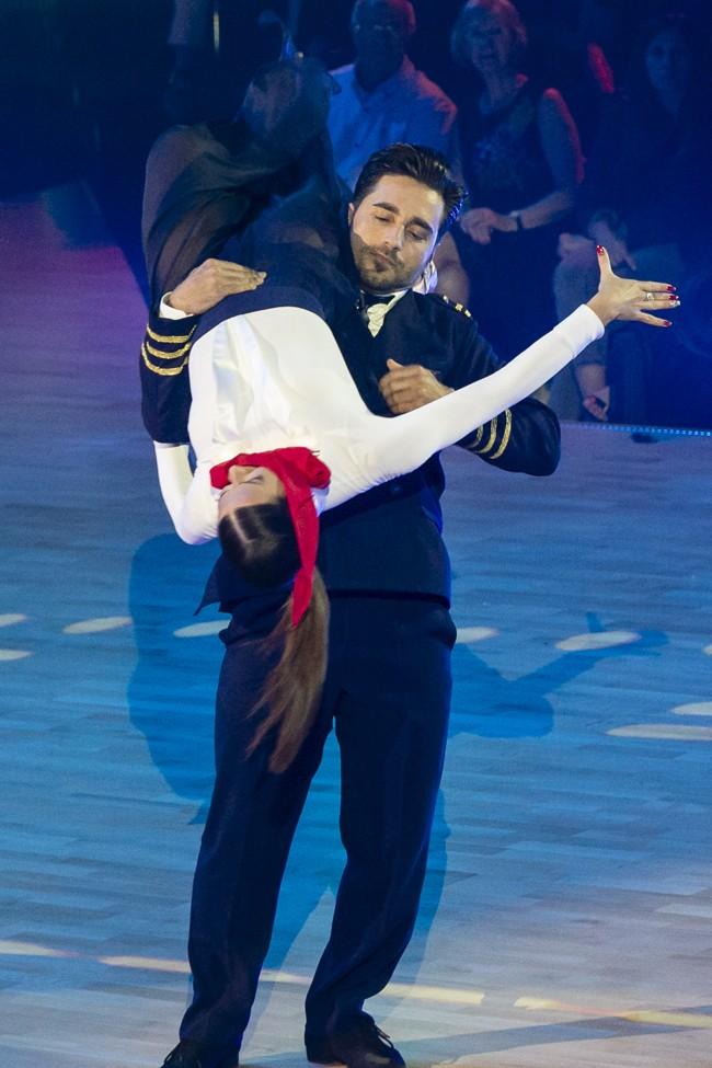 foto-del-baile-de-bustamante-y-yana-olina