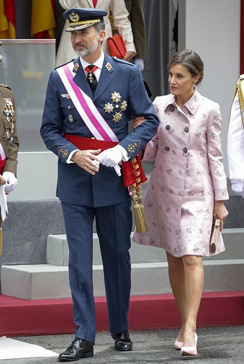 Los reyes presiden el tradicional desfile de las fuerzas - Hotel las gaunas en logrono ...