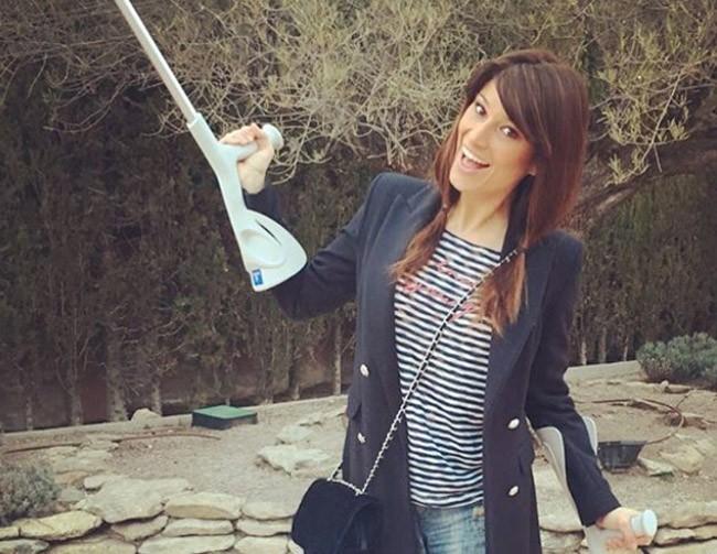 La mala pata de Sonia Ferrer: se cae por las escaleras justo cuando ha terminado de sanar su pierna rota