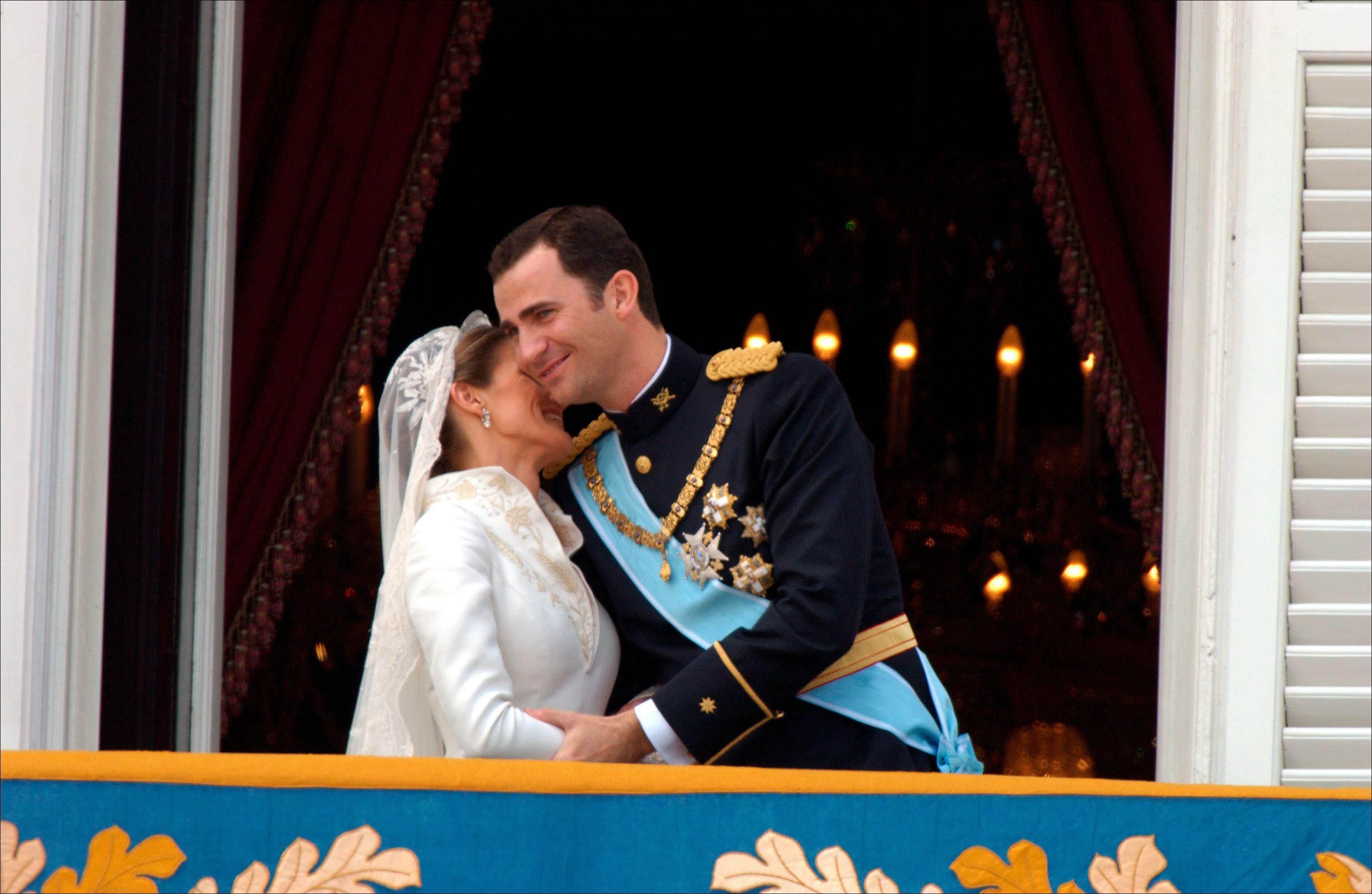beso-de-los-recien-casados