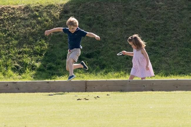 george-y-charlotte-corrieron-juntos-mientras-su-padre-competia
