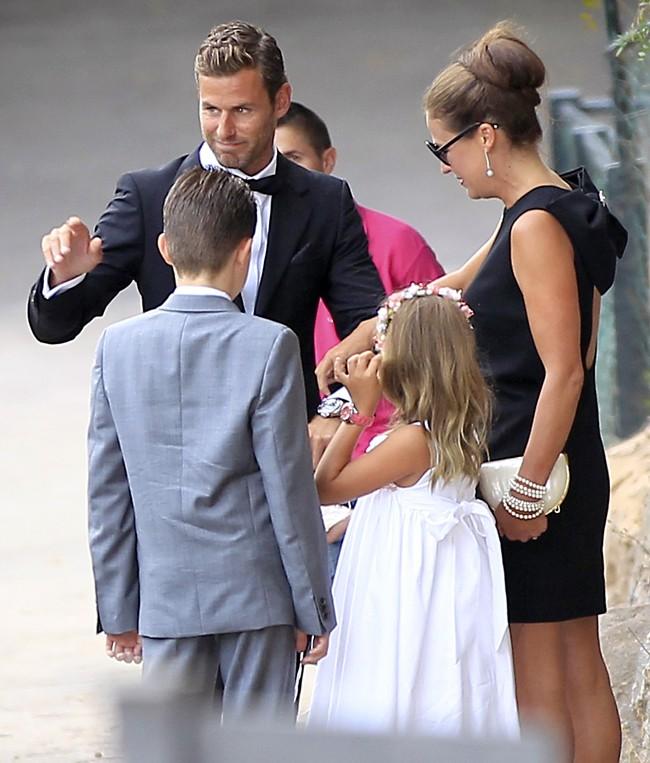 tan-solo-vimos-al-novio-el-dia-de-su-boda-porque-ella-cedio-la-foto-de-su-vestido-a-una-revista