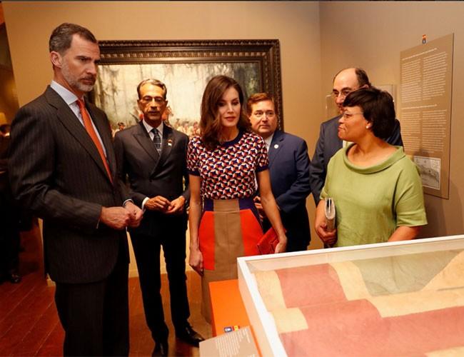 los-monarcas-han-visitado-la-exposicion-recuerdos-recuperados-espana-nueva-orleans-y-el-apoyo-a-la-revolucion-americana