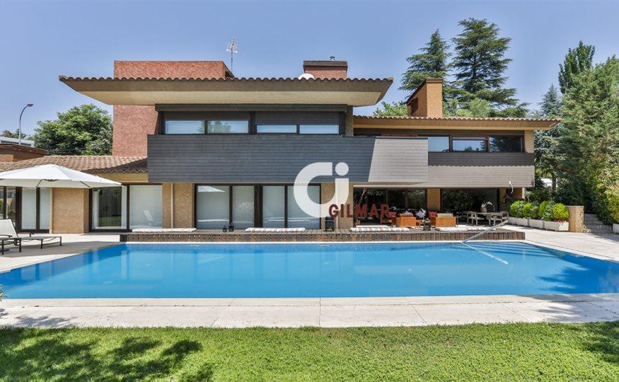 esta-es-la-casa-que-vende-hierro-por-29-millones-de-euros