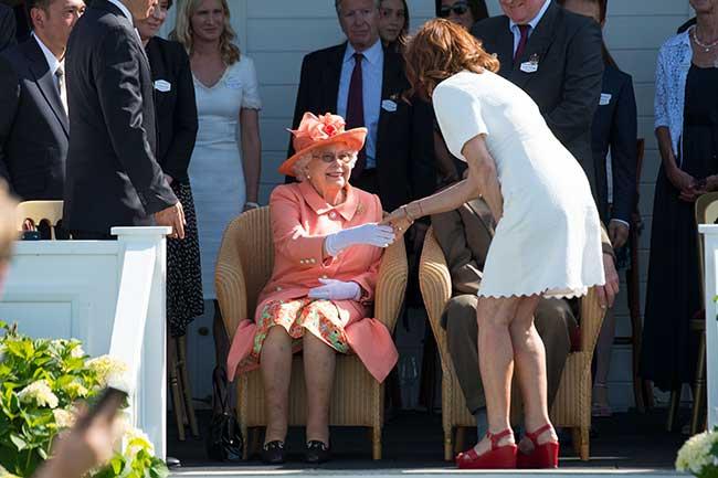 Susan Sarandon, Reina Isabel II Inglaterra