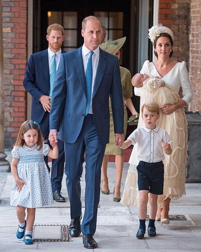 1c5ea57788 Los Duques de Cambridge posan por primera vez con sus tres hijos ...