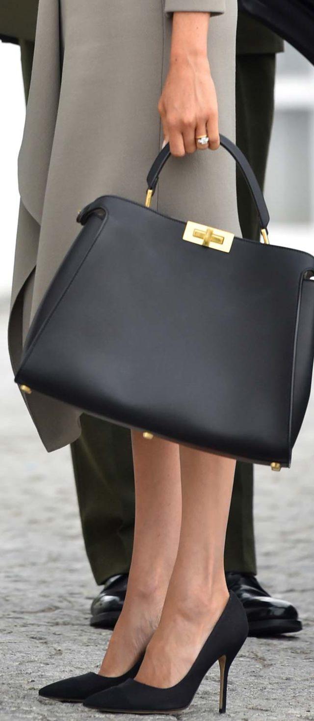 zapatos-de-ante-y-bolso-de-cuero-negro-de-fendi-5-000-euros