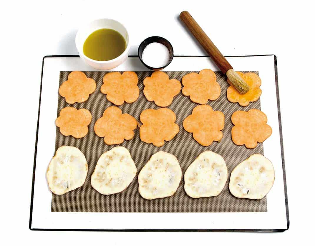 Chips-de-boniato-y-batata-con-crema-