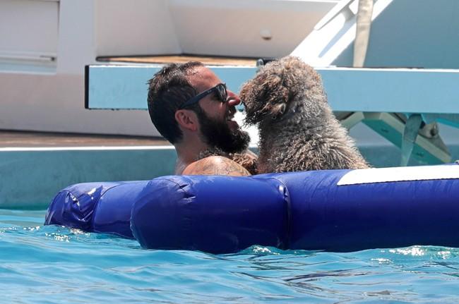 borja-de-deshizo-mientras-jugaba-con-su-perro-en-el-agua