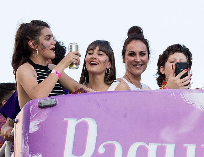 junto-a-aitana-saludaba-a-todos-los-asistentes-al-desfile-en-madrid
