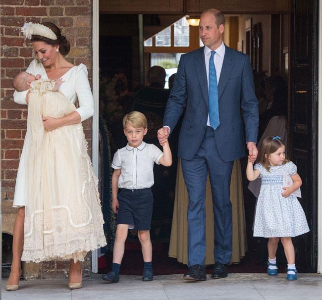 george-y-charlotte-de-la-mano-de-su-padre-el-principe-guillermo