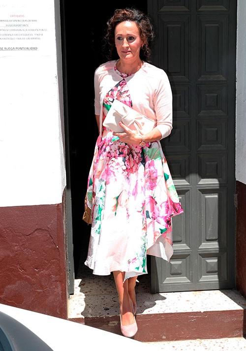 dulce-estaba-muy-favorecida-con-un-vestido-de-print-floral