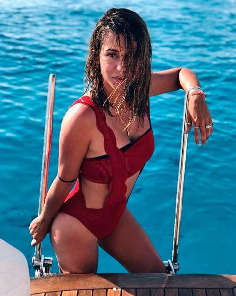 elena-tablada-lleva-un-banador-rojo-de-dime-romeo-125-euros