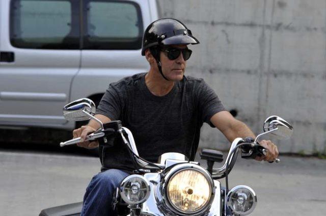 El espeluznante vídeo del grave accidente de moto de George Clooney