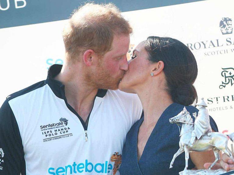 El pasional beso de Harry y Meghan Markle que recuerda al día de su boda