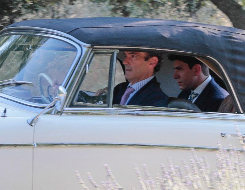 el-novio-dentro-del-coche-a-su-llegada-a-la-finca