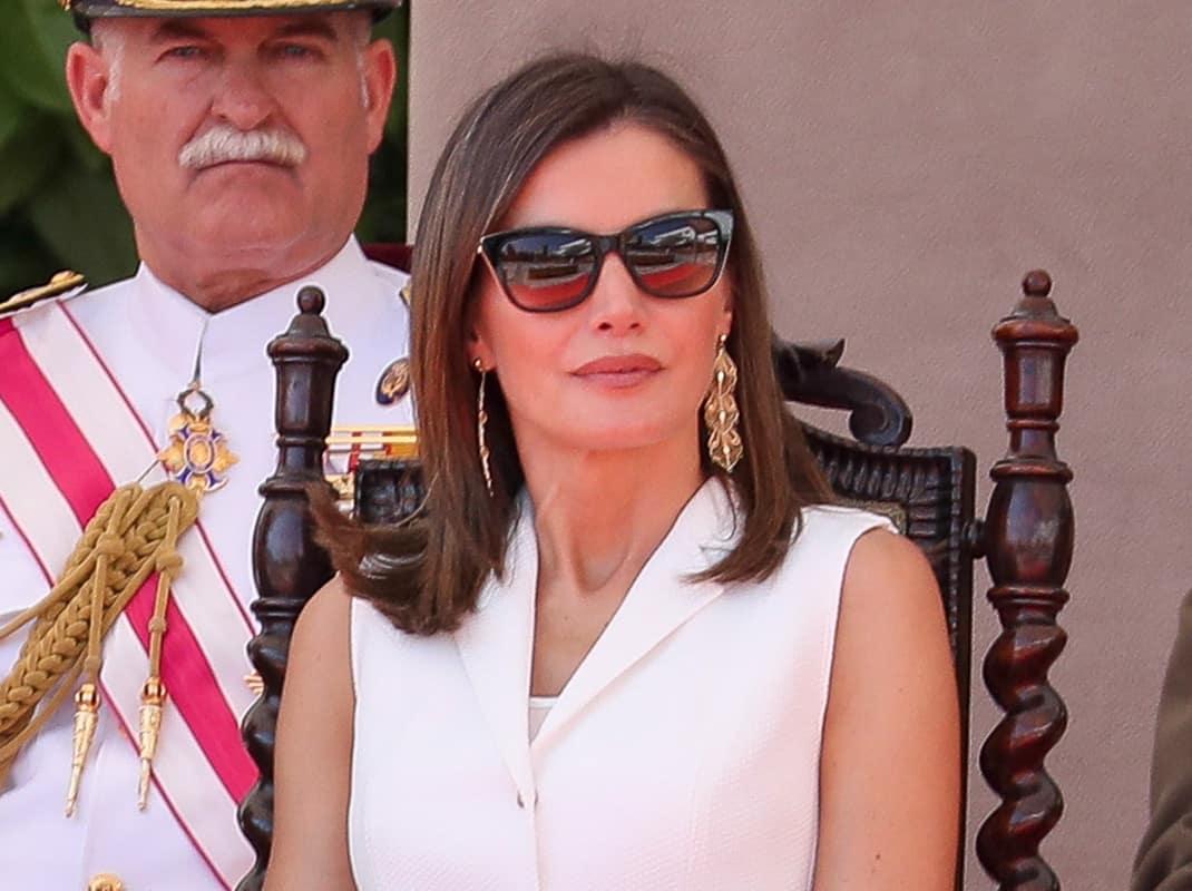 9c92ee444c ... las gafas que llevó para protegerse del sol del mediodía. Una montura  de estilo 'cat eye', firmada por Carolina Herrera, que ha reabierto el  debate ...