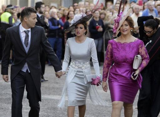 fue-una-de-las-invitadas-mas-elegantes-en-la-boda-de-eva-y-cayetano