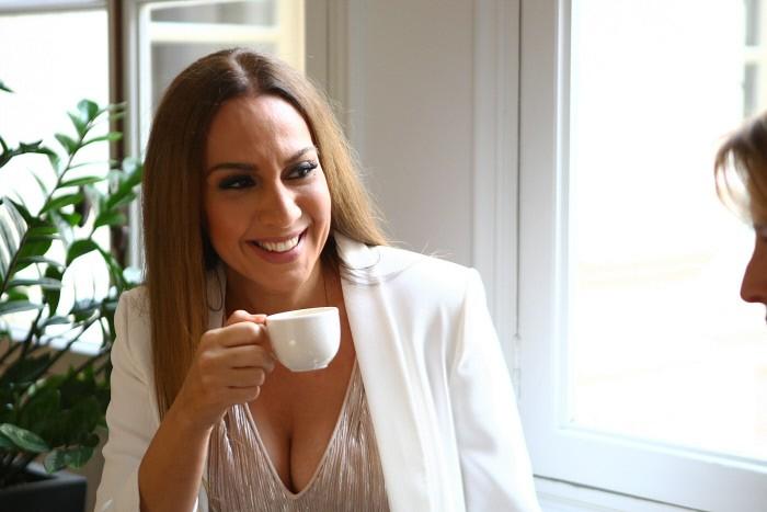 un-cafe-con-monica-propuesta-irrechazable