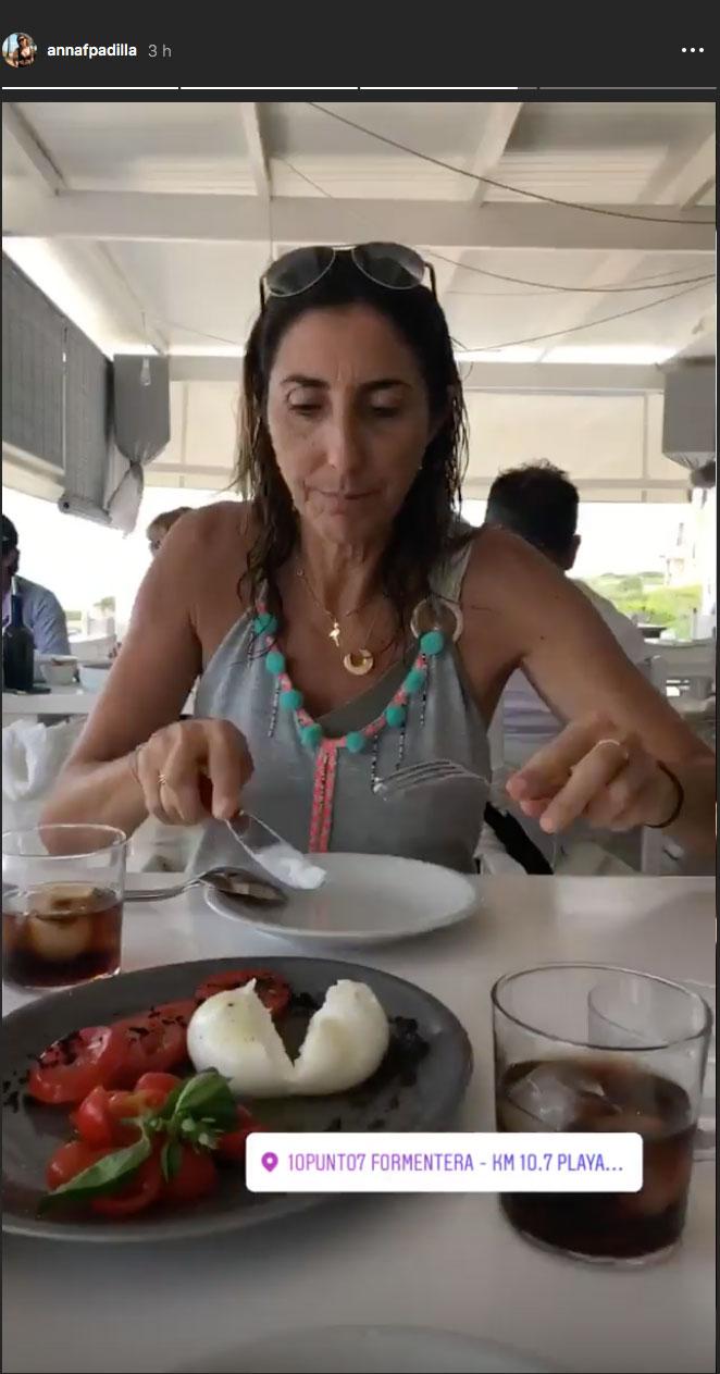 degustando-la-comida-tipica-en-los-chiringuitos-de-playa