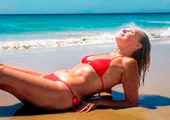 Rosa Benito Muestra Su Cuerpazo Cual Sirena En Bikini Semana