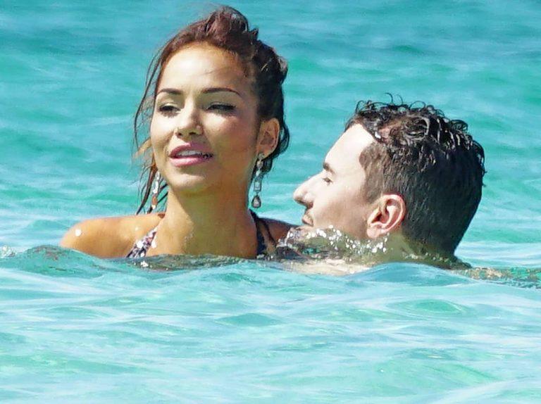Jorge Lorenzo, risas, bromas y confidencias con su nueva novia en Ibiza