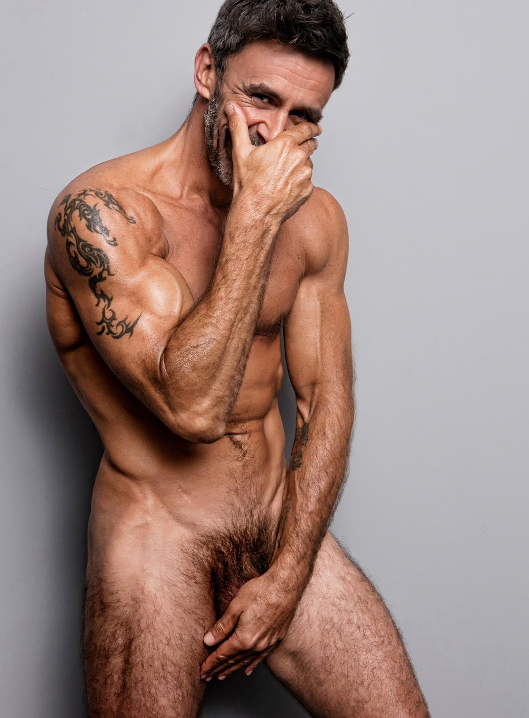 Alonso Caparrós Habla Desnudo De Su Sexualidad Y Sus Adicciones