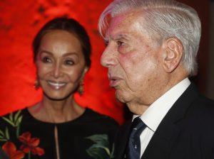 Cómo Isabel Preysler se mete en el bolsillo al pueblo que vio nacer a Mario Vargas Llosa