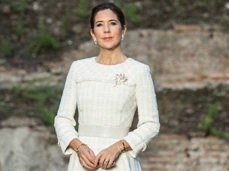 Mary de Dinamarca, en Roma: del tacón a las zapatillas de deporte en un minuto