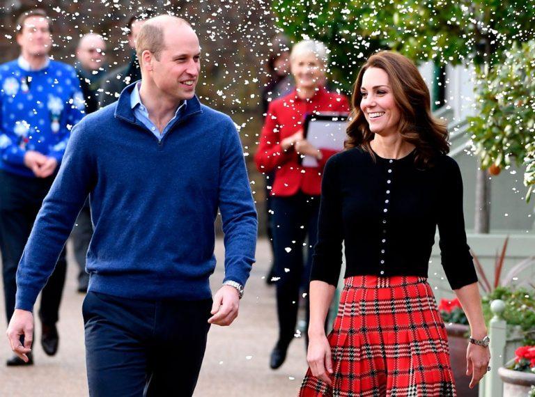 Los duques de Cambridge dan la bienvenida a la Navidad en Kensington