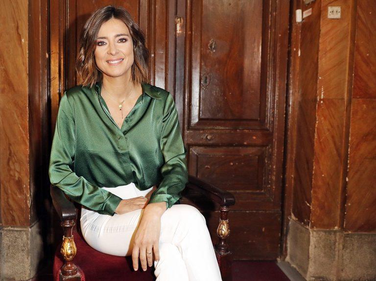 Sandra Barneda se une al padre Ángel para despertar conciencias con su libro 'No todo es un cuento'
