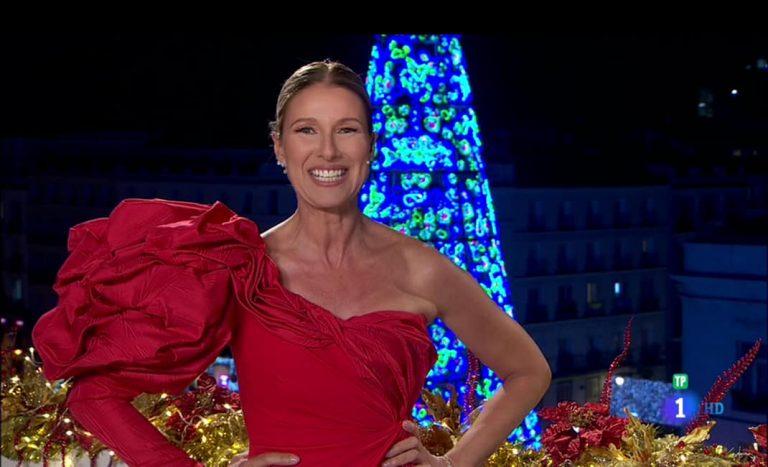 Anne Igartiburu vuelve a apostar por el rojo en la noche más especial del año