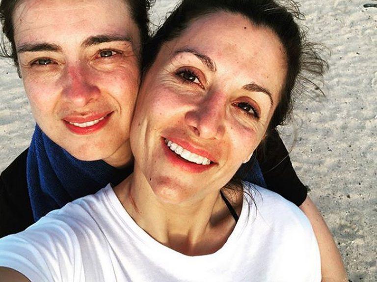 El romántico beso de Sandra Barneda y Nagore Robles ¡en directo!