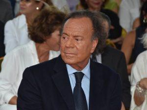 Julio Iglesias ya tiene fecha y hora para enfrentarse a su supuesta paternidad de Javier Santos