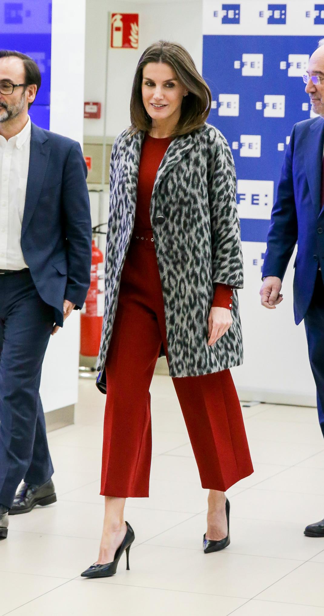 ropa deportiva de alto rendimiento Productos diseño novedoso La Reina Letizia retoma su punto más rojo y salvaje