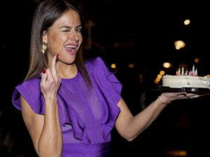 Mónica Hoyos celebra su 45 cumpleaños con amigos y acordándose de sus enemigos