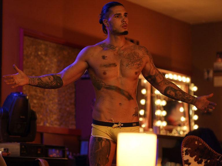Carlos Costanzia, hijo de Mar Flores, ejerce de stripper en Málaga