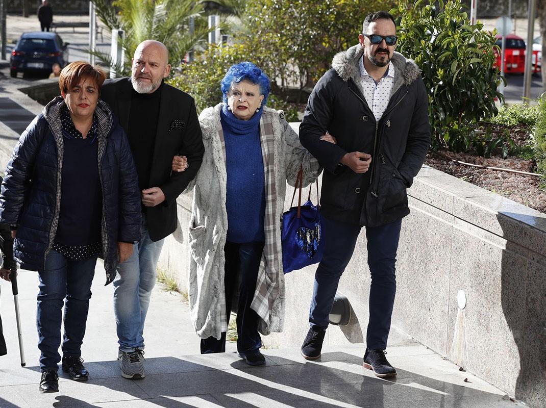 meet 139da f9514 Lucía Bosé se enfrenta sola a su juicio más complicado