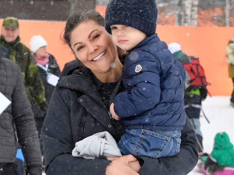 Victoria de Suecia, una princesa 'frozen' con su familia en la nieve