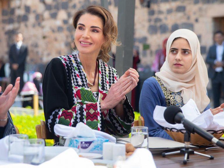 Rania de Jordania lleva lo étnico árabe a otro nivel